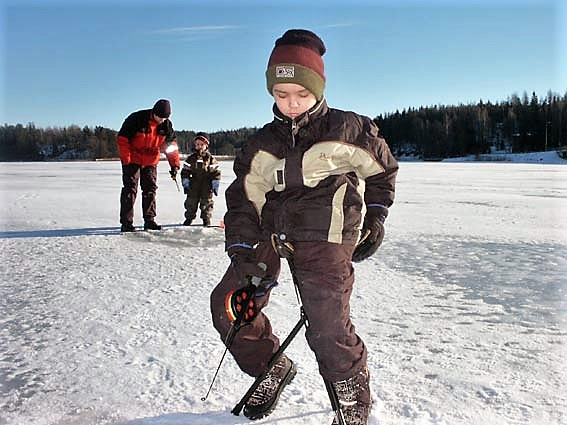 Winter fishing1